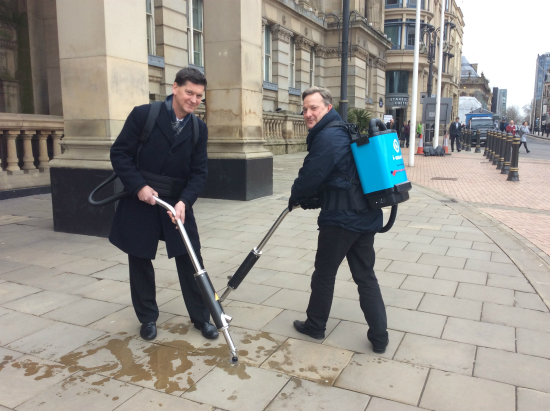 Steve Hollingworth and Garry Peal Clean for The Queen